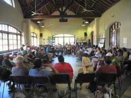Chaque soir, les participants se sont retrouvés dans la Vieille école pour d'intenses séances de restitution des ateliers de la journée.